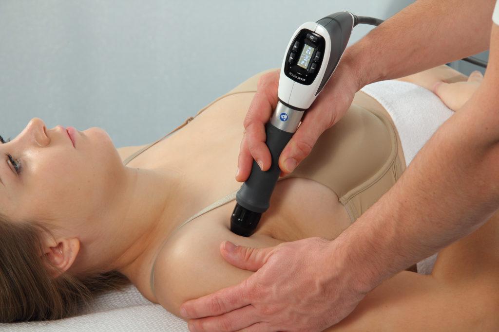 Patient Stoßwellenbehandlung Kalkschulter